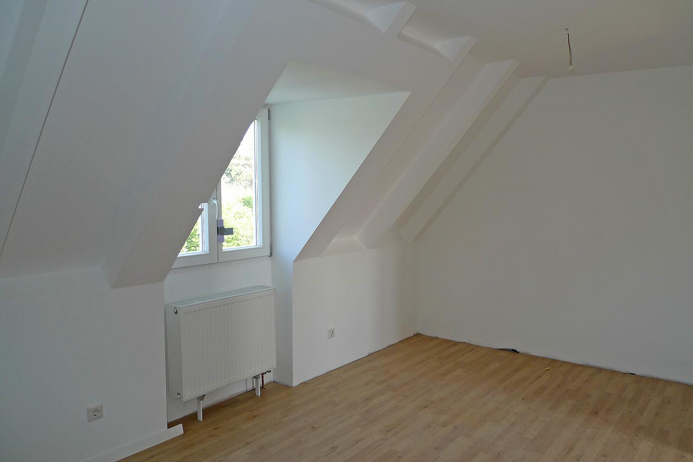 Reihenhaus Kleinhadern Wohnhaus Baustelle Zimmer Boden verlegen Dachschräge