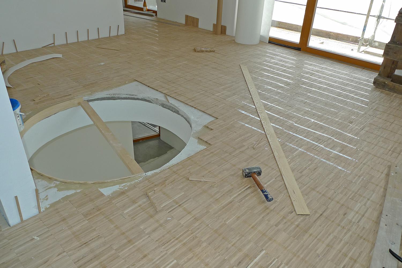 Wohnhaus München-Obermenzing Baustelle Durchbruch Parkett Boden verlegen