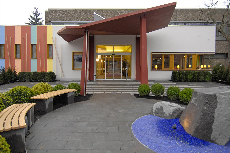 Eingangsbereich Senioren-Wohnstift Bonn Bornheim Eingang Vordach Residenzplatz
