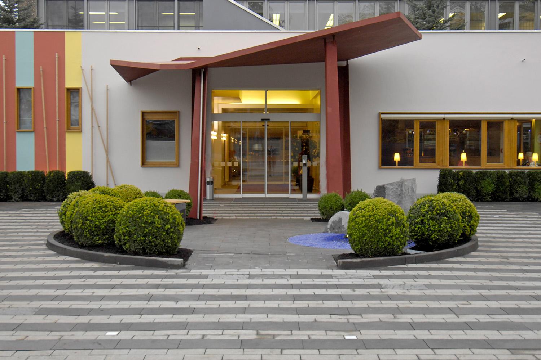 Eingangsbereich Senioren-Wohnstift Bonn Bornheim Eingang Vordach