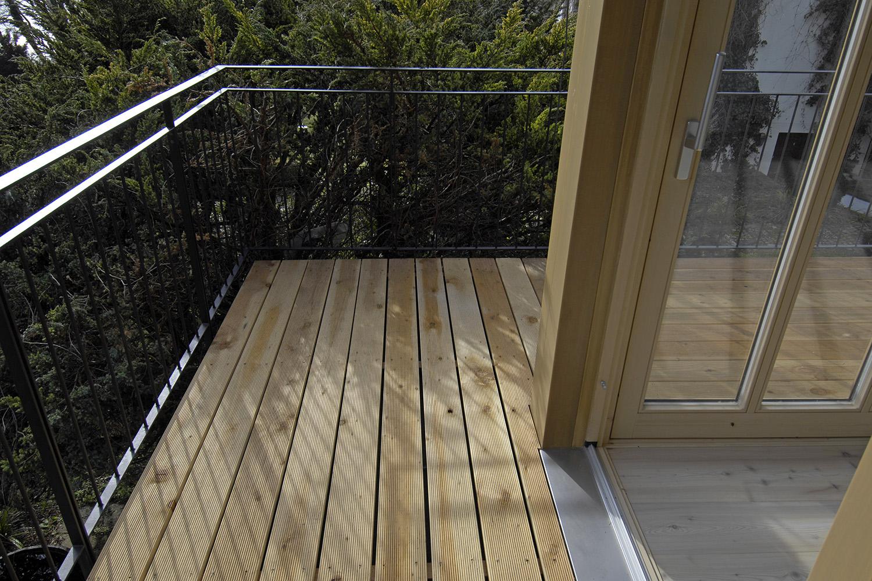 Wohnhaus Pilsensee Umbau Galerie Holz Terrasse Balkon Geländer