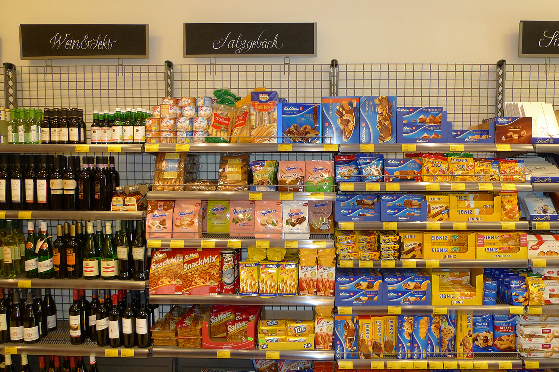 Feinkostladen Senioren-Wohnstift Ainring Laden Regale fertig