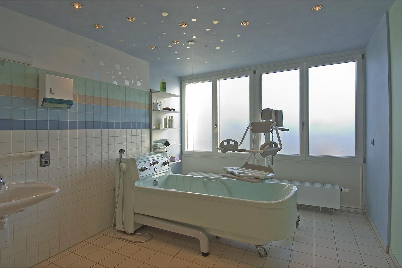 Pflegewohnbereich Senioren-Wohnstift Ainring Pflegestation Pflegebad